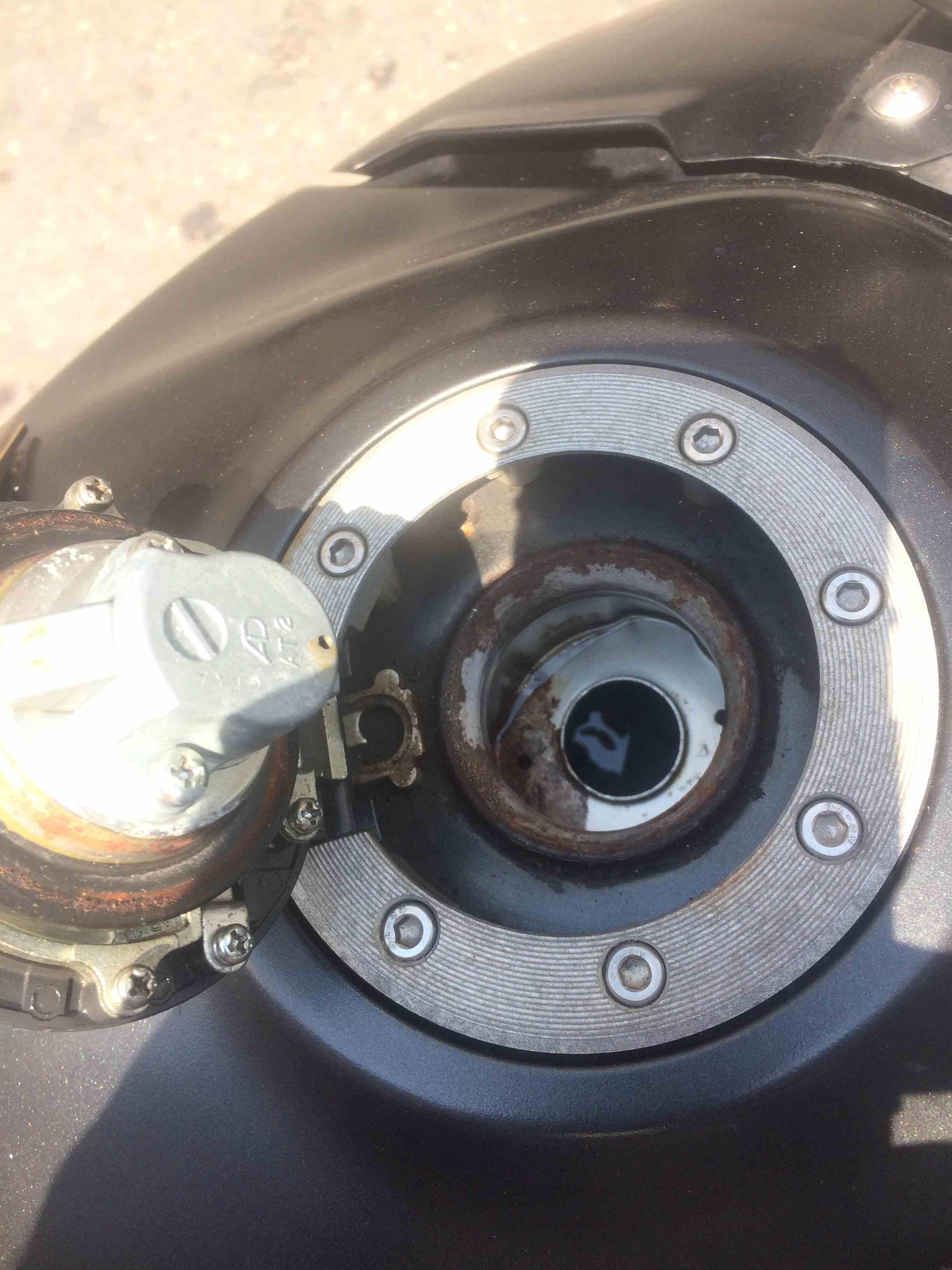Suzuki dl650 Benzin Kapağı Paslanma sorunu