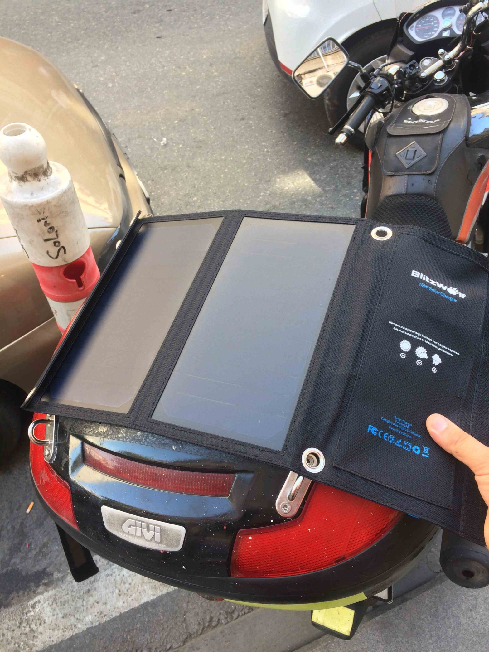 Blitz Wolf 15w Güneş enerjili telefon şarj cihazı