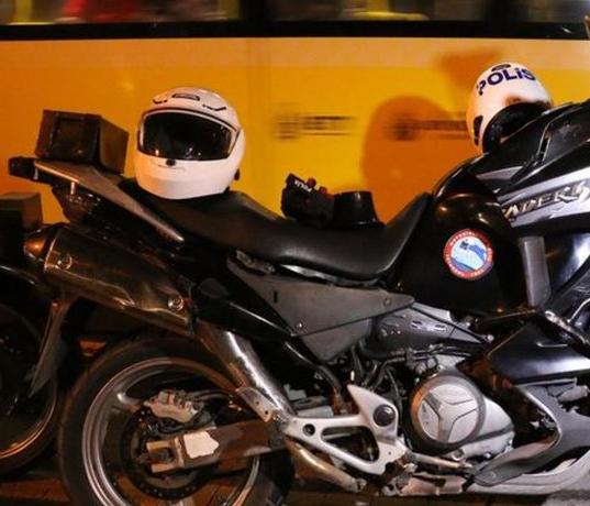 Motosiklete Ekstra akü takmak