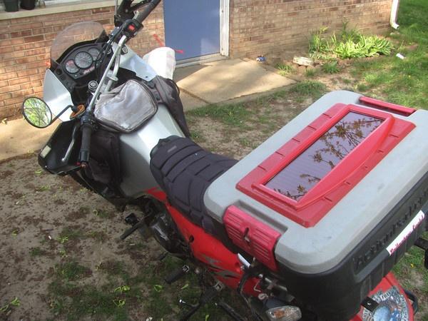 Motosiklete Güneş paneli Takmak