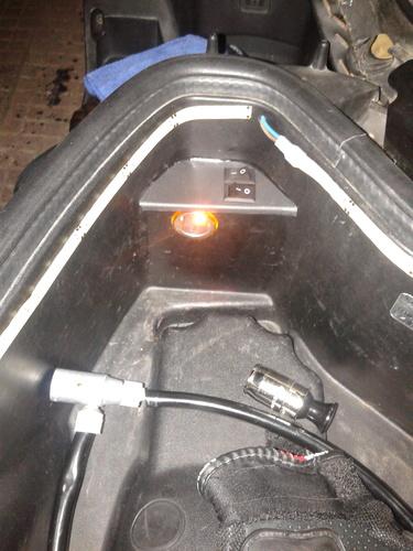 motosiklette sele altına takılan çakmaklık