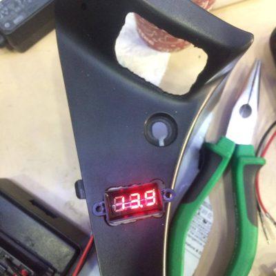 Honda cbf 150 ye su geçirmez voltmetre uygulaması