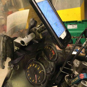 Motosiklet Ön camına El yapımı Telefon Tutucu Boru Uygulaması Suzuki V-strom Dl650 Uygulaması