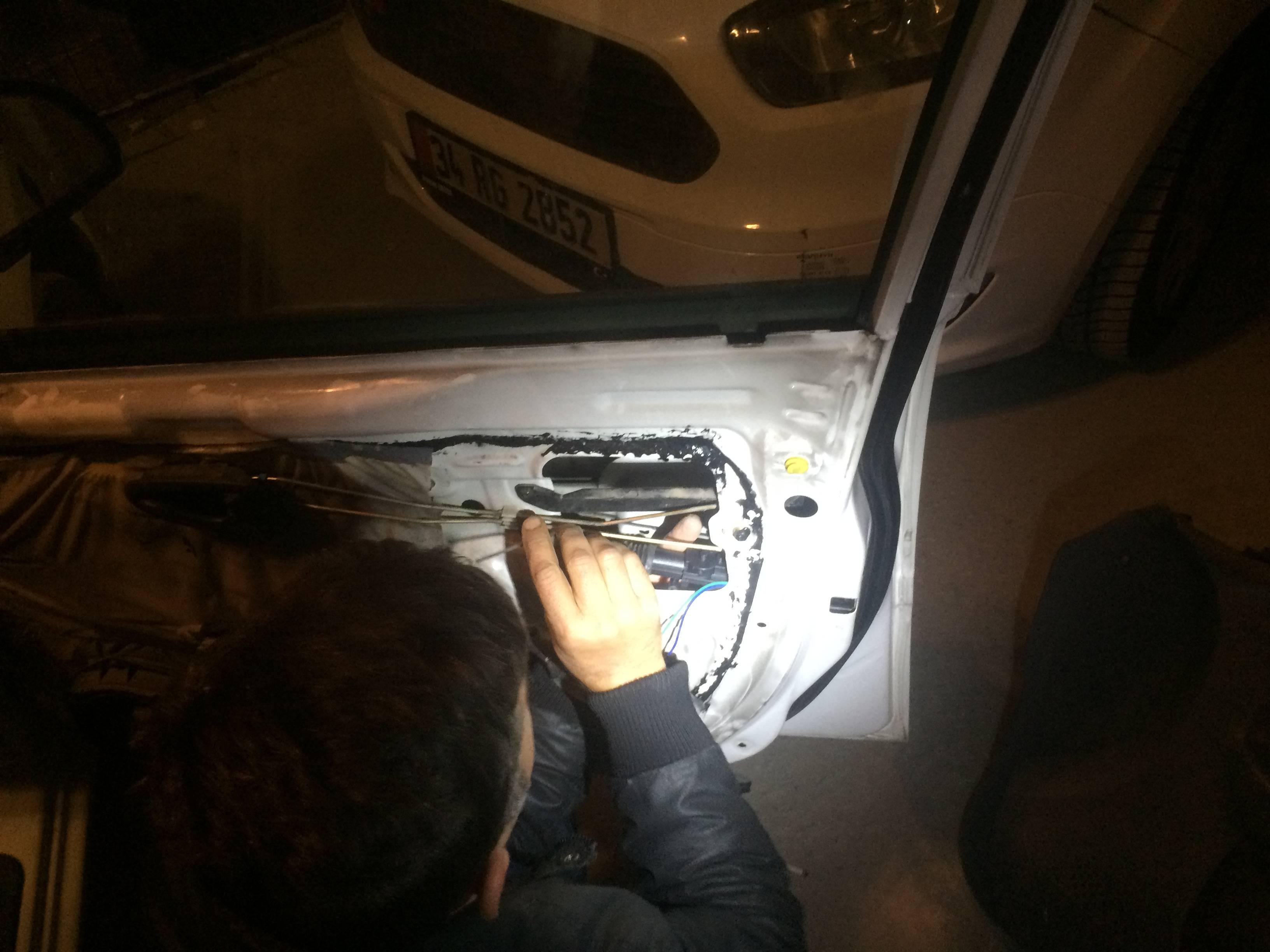 Hyundai Accent admire 2005 Kapı kilit Motoru değişimi Ucuz Onarım çözümü
