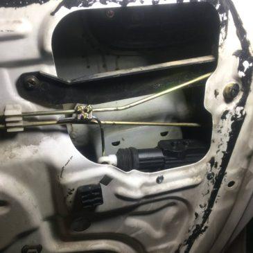 Kilit Motoru Bozulan  Araç Kapısına Ekonomik Tamir çözümü 20'de 1 i Fiyatına onarmak 15tl ye merkezi kilit motoru