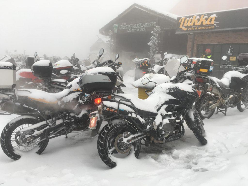 Atakan Demirtürk Suzuki v-strom dl650 Kar altında