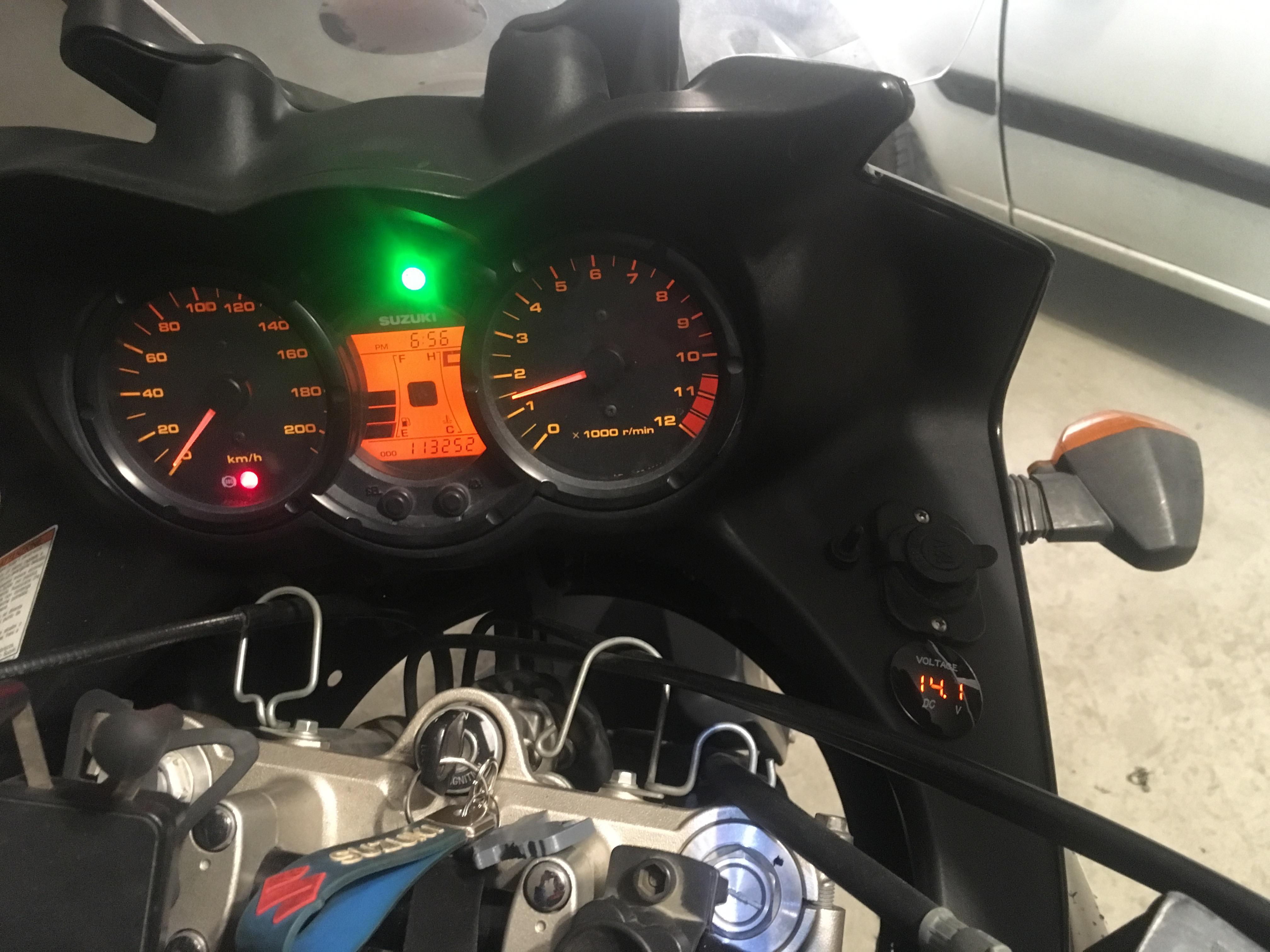 Suzuki v-strom dl650-dl1000 Dijital Su geçirmez Voltmetre uygulaması